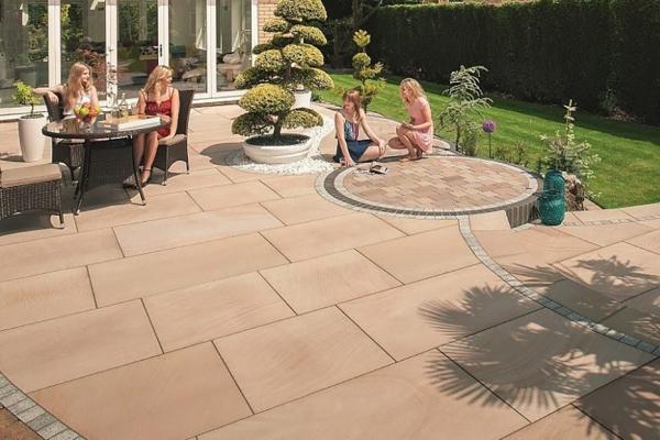 fairstone_sawn_sandstone_king_size_garden_paving-1-800x555