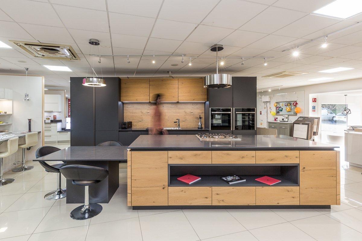 Rotpunkt Carbon & Old Wild Oak Kitchen