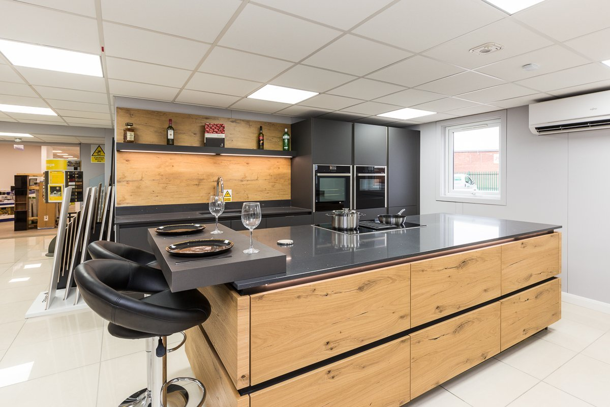 Rotpunkt Carbon and Old Wild Oak Kitchen