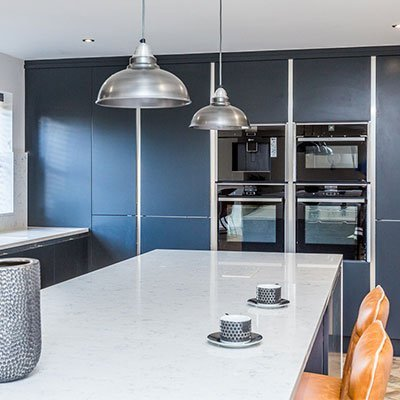 Sheraton kitchen in Inset Setosa painted Anthracite