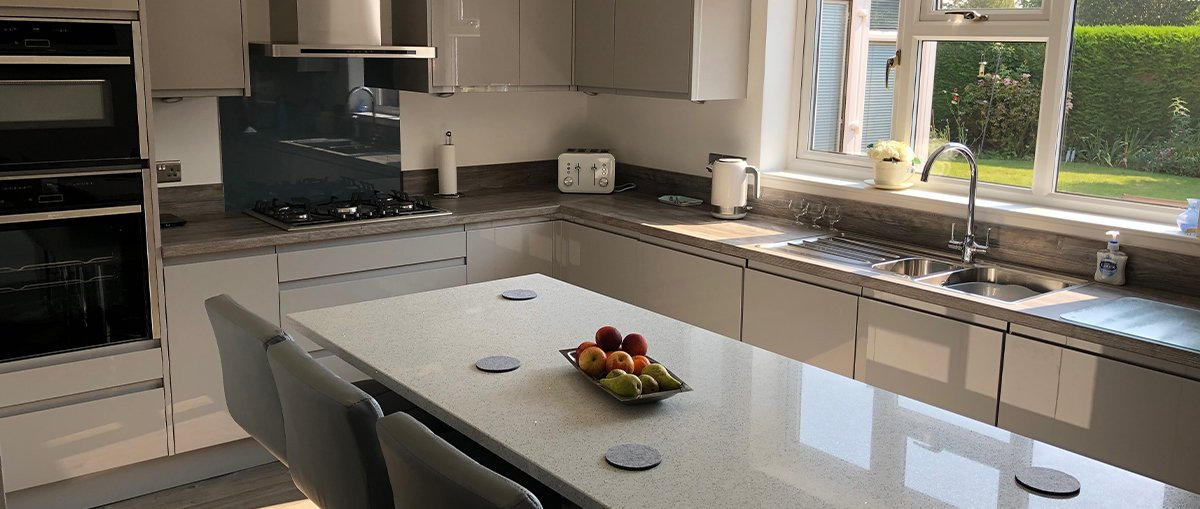 Sheraton fitted kitchen in Gloss Grey