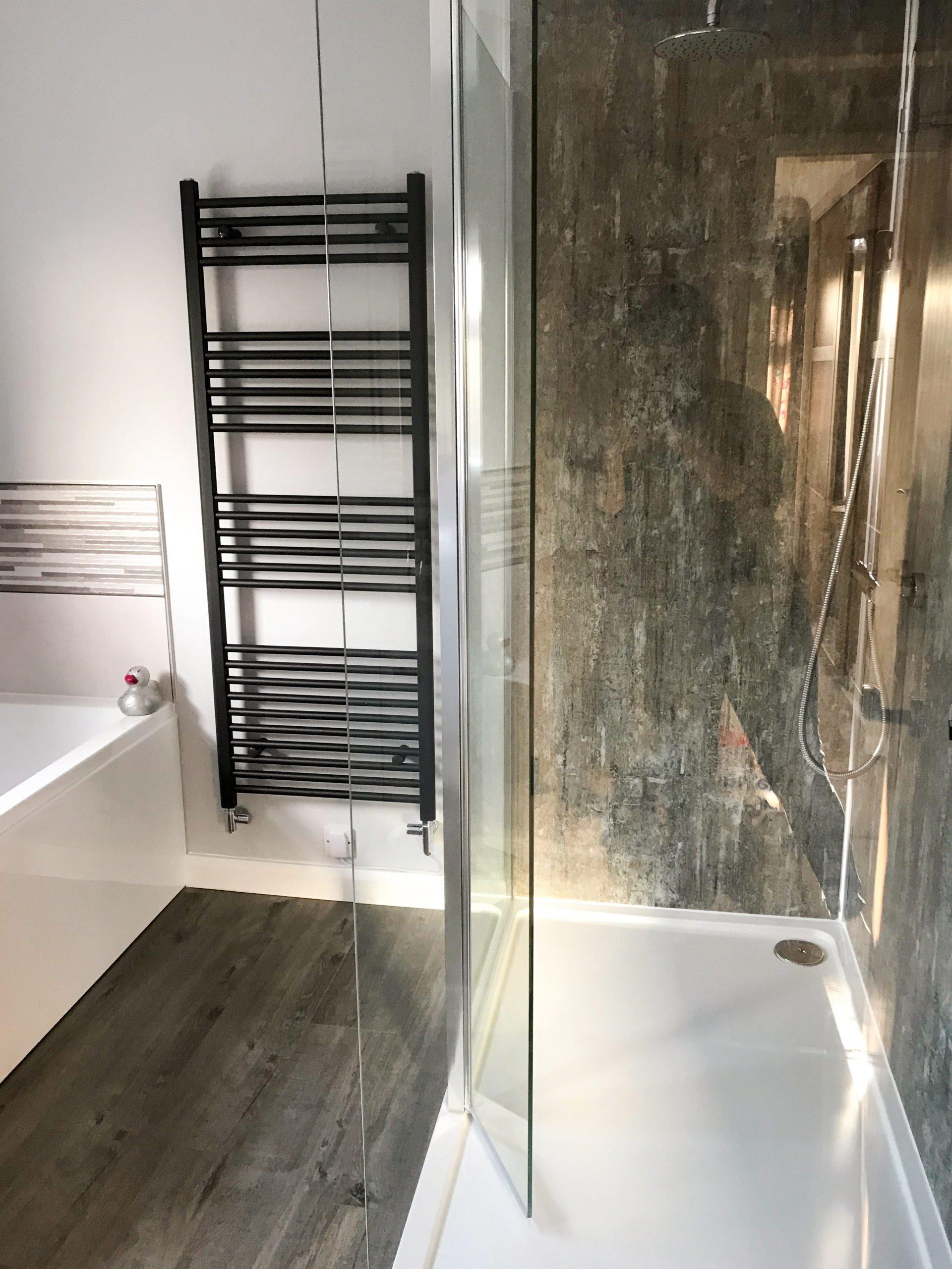 Walk-in shower with Eastbrooks Wingrave radiator