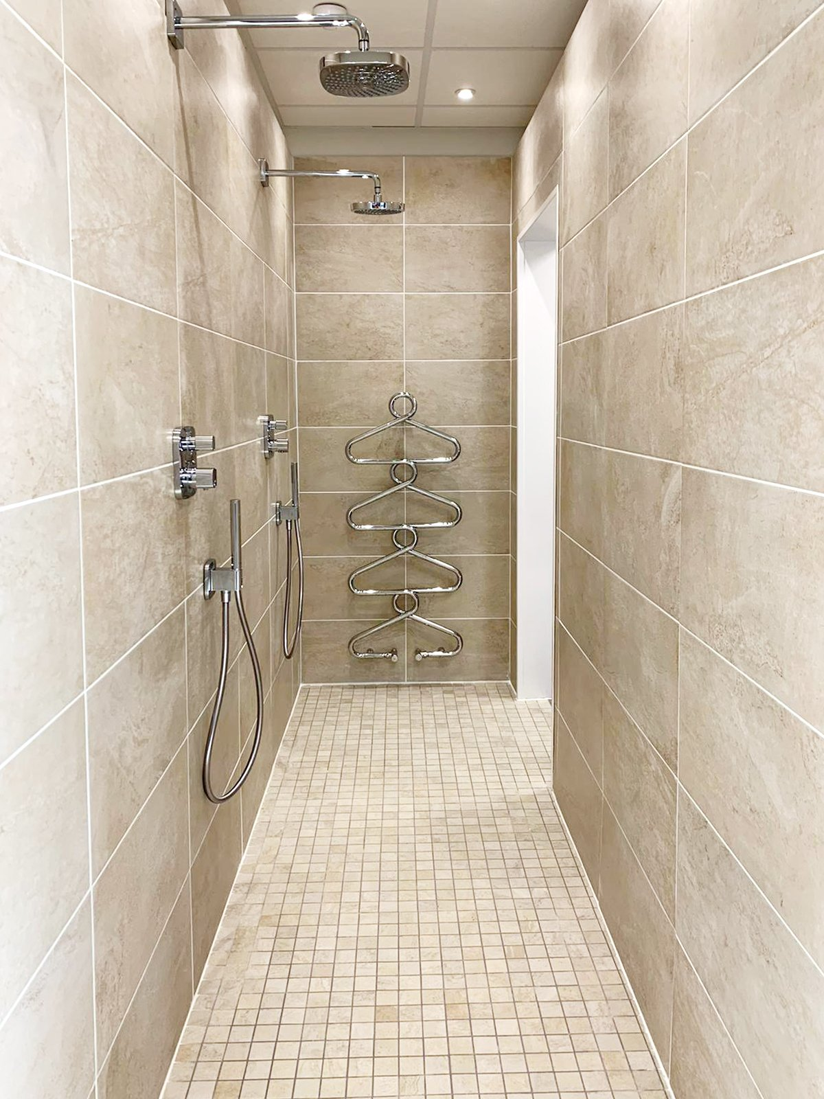 Modern walk-through Bathroom