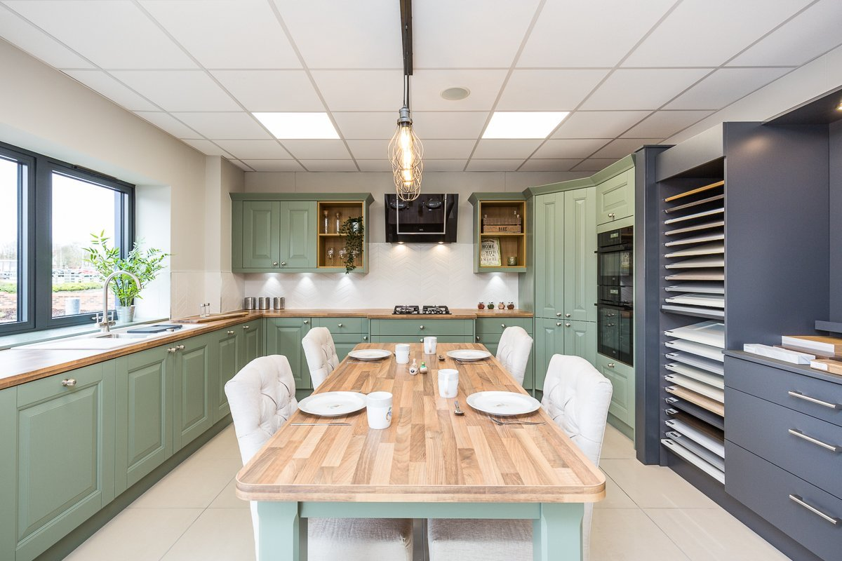 Shaker-Style-Kitchen-with_Inspiration