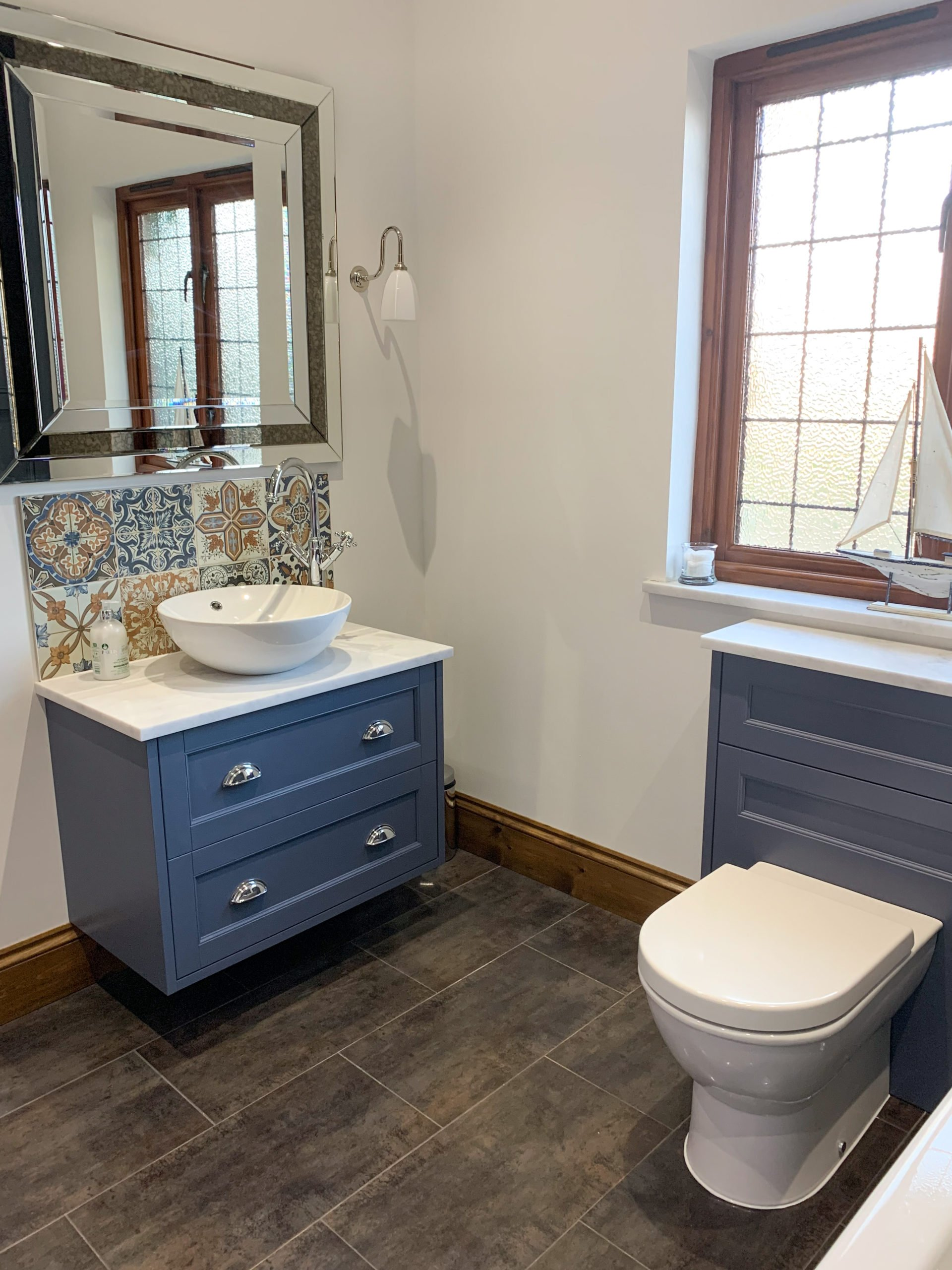 Traditional looking family bathroom