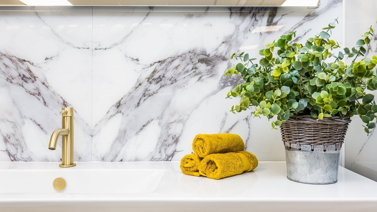 Choose bold gold taps and towels to match