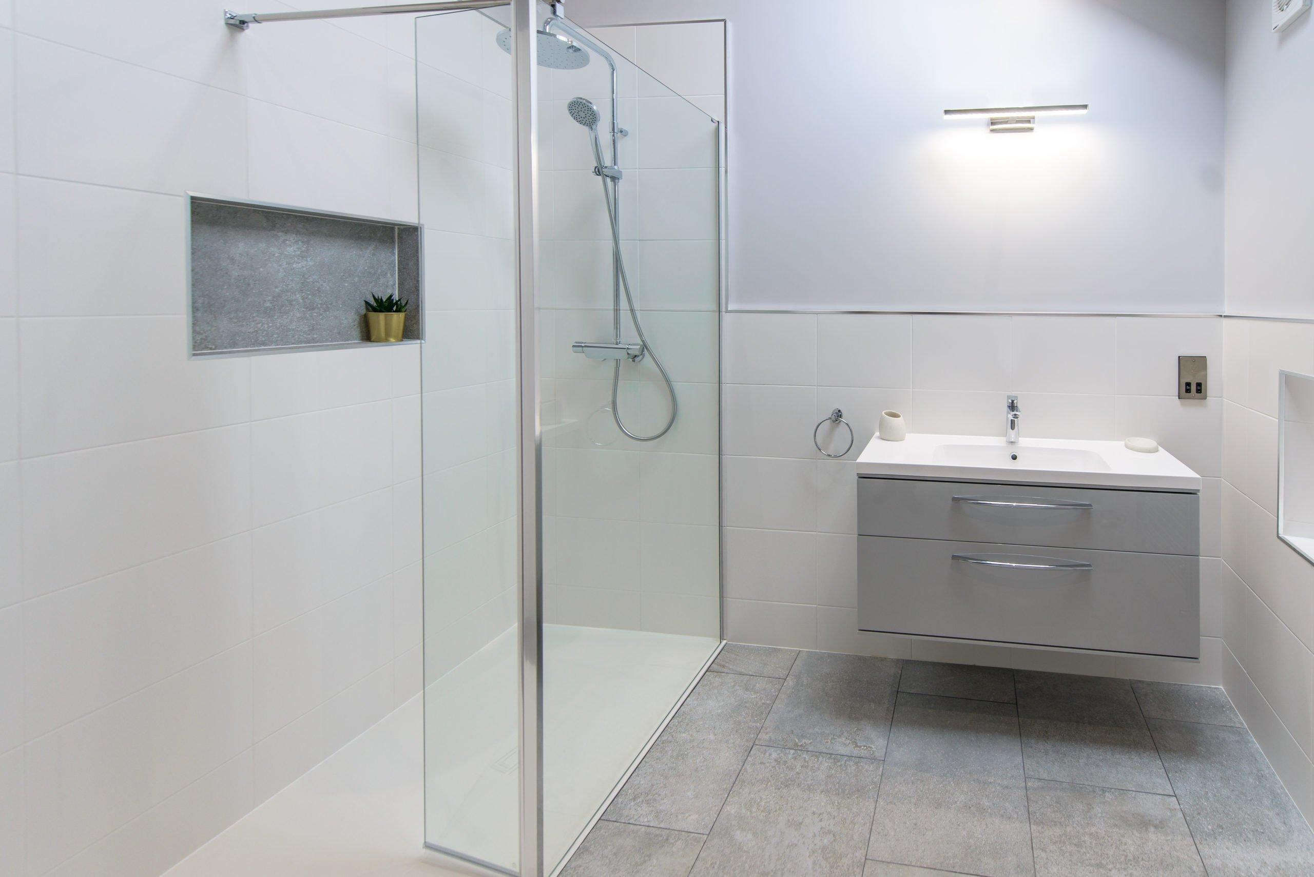 Aqualisa Dual Head Midas Shower in modern bathroom