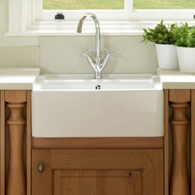 Country kitchen features - belfast sink - ceramic sink
