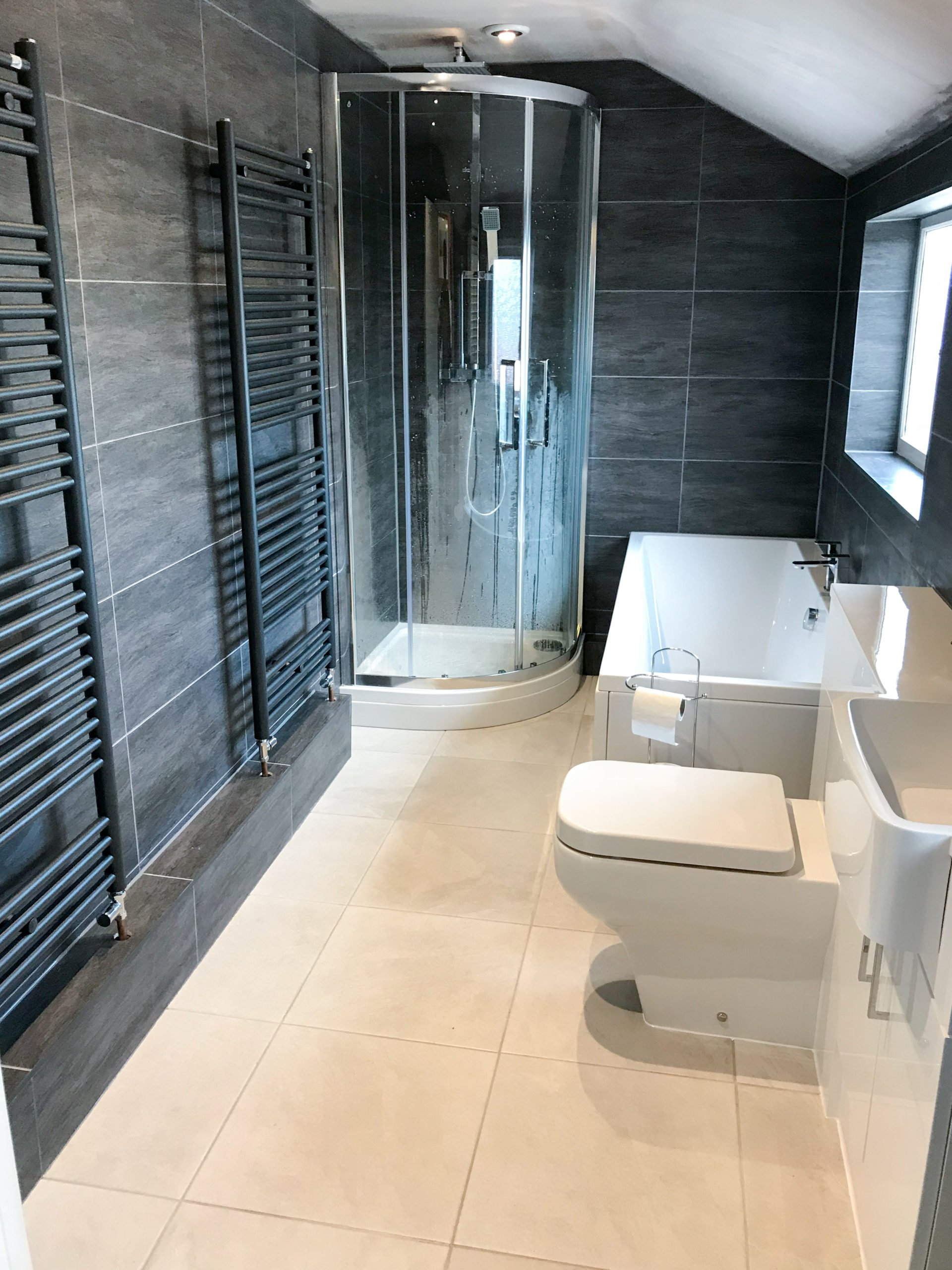 Angular Bathtub and Toilet - Modern Bathroom