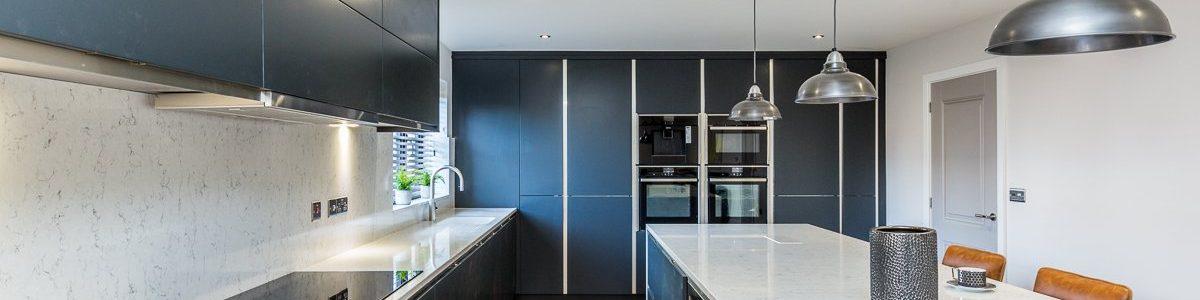 Kitchen in blue with quartz worktop